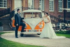 T1 als Hochzeitsauto bei der Hochzeit von Nadine und Steffen in Marienfeld, Fotograf: Guido Kirchner