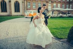 Nadine und Steffen mit Hochzeitsauto VWT1 im Hintergrund: Fotograf Guido Kirchner