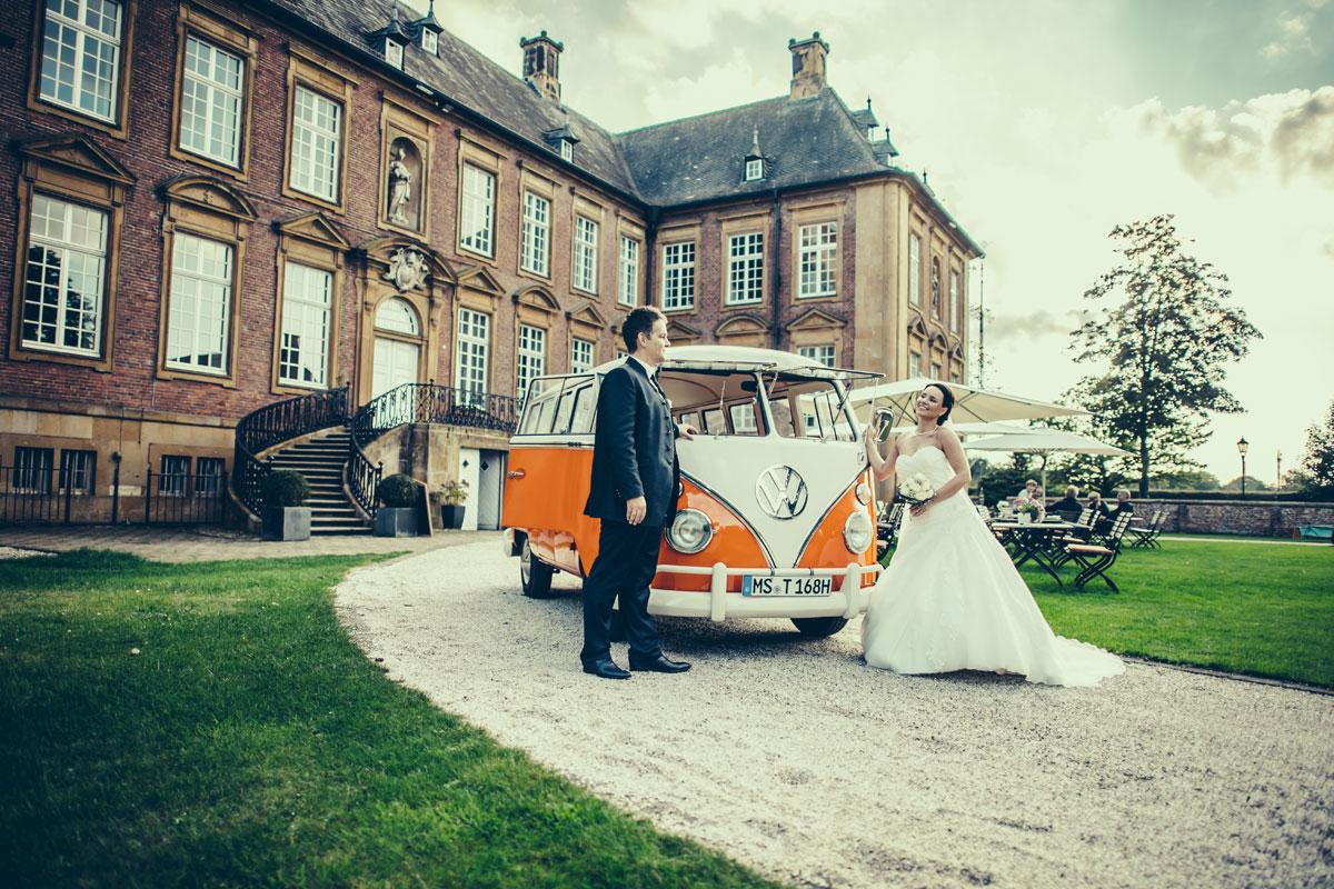 T1 vor der Abtei in Marienfeld als Hochzeitsauto: Fotograf Guido Kirchner
